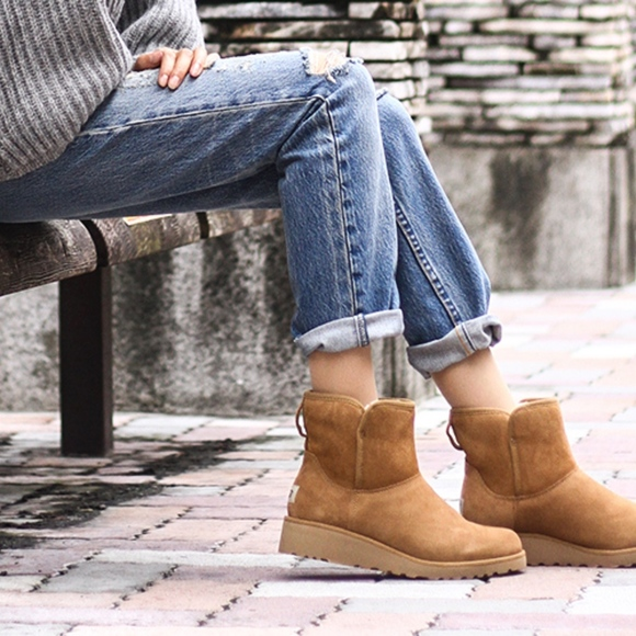 b59aa0f5e1a Ugg Kristin Boot size 7 Chestnut